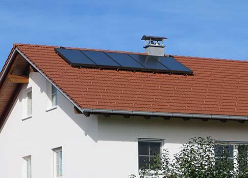 Flachkollektor-Solaranlage